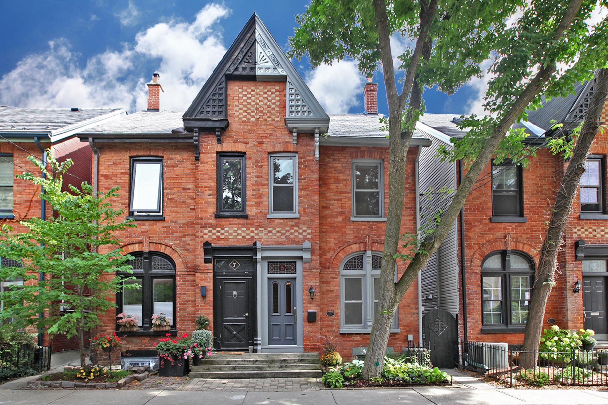 5 Wellesley Ave Toronto ON M4X-print-001-035-Exterior-2100x1400-300dpi